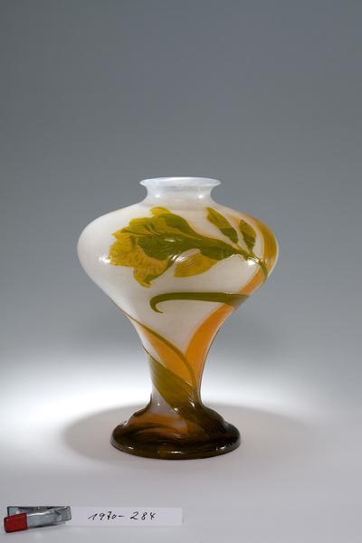 Vase mit Hibiskusdekor