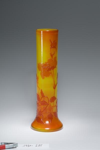 Vase mit Wilder Rose