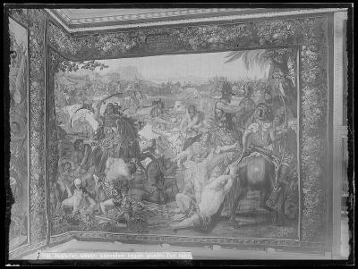 Vävd tapet med motiv ur alexanderhistorien : segern över kung Porus´ arme.