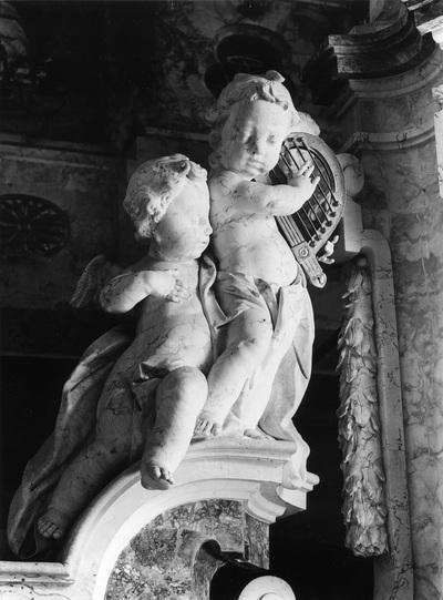 Kinderengelpaar mit Harfe