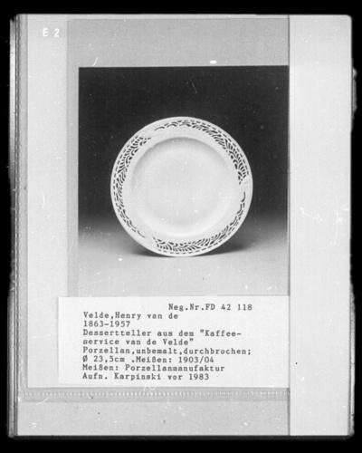 "Image from object titled Dessertteller aus dem ""Kaffeeservice van de Velde"""