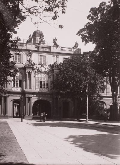 Ehemalige Kurfürstliche Residenz, heute Institutsgebäude der Universität