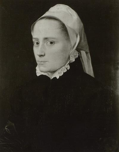 Brustbild einer jüngeren Frau