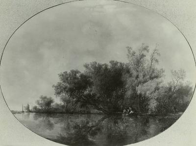 Baumreiches Flußufer