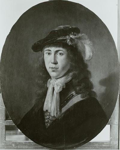 Brustbild eines jungen Mannes mit Federbarett