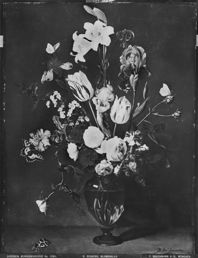 Blumenstrauß von Lilien überragt im Glase