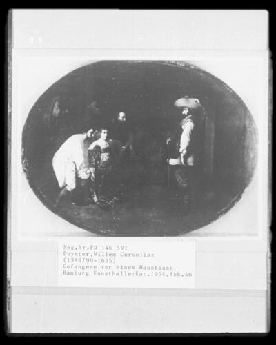 Gefangene vor einem Hauptmann