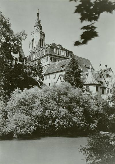 Stadtansicht mit Hölderlinturm und Turm der Stiftskirche