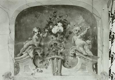 Supraporte mit Putti und Blumenvase