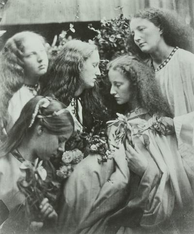 Rosenknospen - Garten junger Mädchen