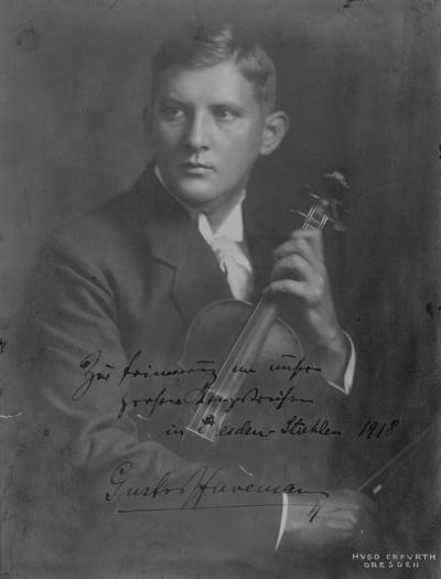 Der Geiger und Komponist Gustav Havemann. Fotografie (Weltpostkarte mit Widmung) von H. Erfurth, um 1915