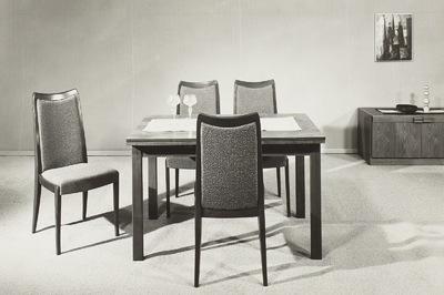 Eßtisch (Modell T 320) mit vier Stühlen ((Stuhl mit gepolsterter Sitzfläche und Rückenlehne (Modell 8633)) (1979; Geringswalder Sitzmöbelindustrie (JV))