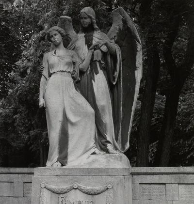 Figurengrabmal der Familie Franz Ebert