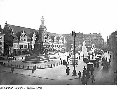 Siegesdenkmal; Altes Rathaus