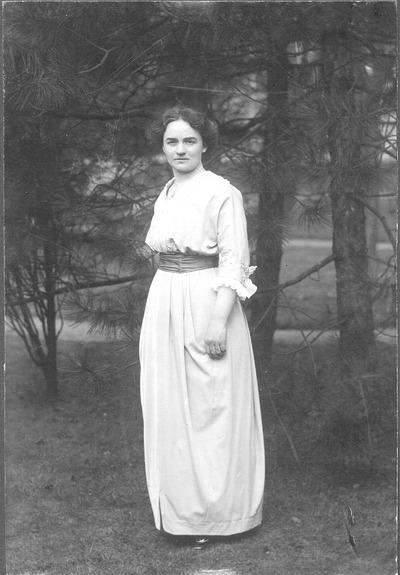 Freilichtporträt Elsa Heinrich