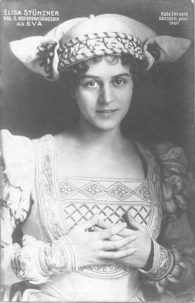 """Elisa Stünzner als Eva in """"Die Meistersinger von Nürnberg"""" von Richard Wagner. Fotografie (Weltpostkarte) von Hugo Erfurth. Königliche Hofoper Dresden, um 1915"""