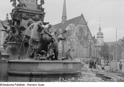 Detail des Mendebrunnens mit Triton und einem Hippokampen