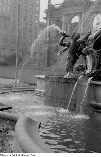 Detail des Mendebrunnens mit Hippokampen und Tritonen