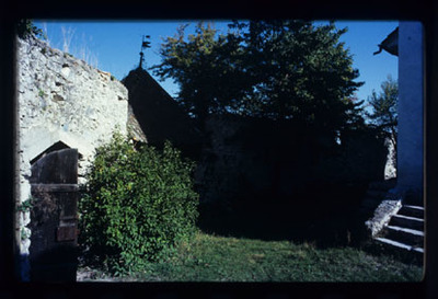 Image from object titled Cerovo - Cerkev sv. Nikolaja s taborom, fotografija