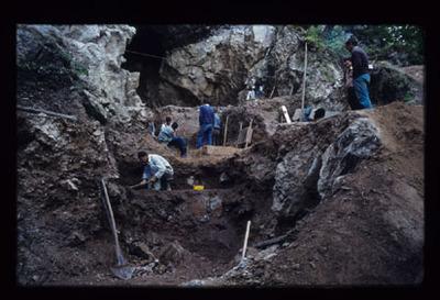 Image from object titled Divje Babe pri Reki pri Cerknem - Arheološko najdišče, fotografija