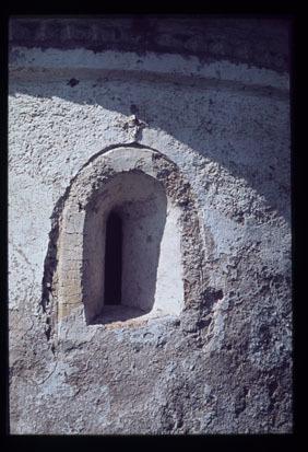 Image from object titled Zgornja Draga - Cerkev sv. Martina, romansko okno, fotografija