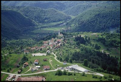 Image from object titled Stari trg ob Kolpi - Vas (pogled iz zraka), fotografija