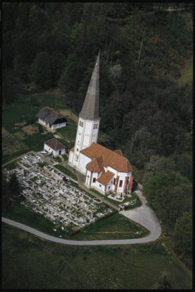 Image from object titled Slake - Cerkev Device Marije na Pesku (pogled iz zraka), fotografija