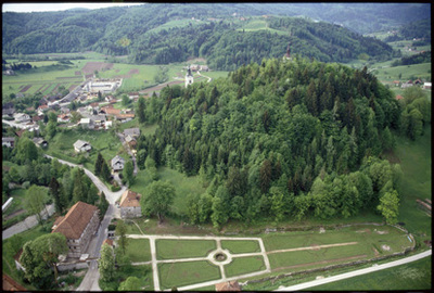 Image from object titled Polhov Gradec - Grad s parkom (pogled iz zraka), fotografija