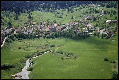 Image from object titled Rakitnica - Naselje z izvirom Rakitniščice (pogled iz zraka), fotografija