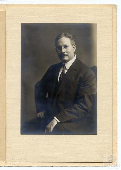 Retrato de estudio de Everett Ward Olmsted. Ithaca. Estados Unidos.