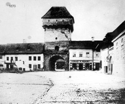 Image from object titled Turnul-poartă din strada Podului (strada Regele Ferdinand); Hid Kapu (Regele Ferdinand utca)