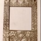 Kiállításfotó - tükörkeret az Iparművészeti Társulat 1899. évi karácsonyi kiállításán