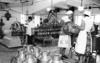 Kuva OTK:n Ravintojalostetehtaan konesalista 4.7.1958.