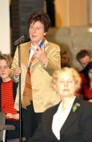 Gruppenaufnahme mit Vorsitzende Friedrich-Ebert-Stiftung Anke Fuchs