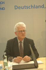 Porträt Koordinator für deutsch-amerikanische Beziehungen Karsten D. Voigt