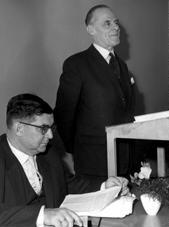 Gruppenaufnahme mit Oberkirchenrat Heinz Kloppenburg