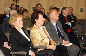 Gruppenaufnahme mit Vorsitzende Friedrich-Ebert-Stiftung Anke Fuchs und Historiker Heinrich August Winkler und stellvertretender Vorsitzender SPD-Bundestagsfraktion Ludwig Stiegler