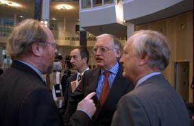 Gruppenaufnahme mit Präsident Deutscher Bundestag Wolfgang Thierse und EU-Kommissar Günter Verheugen