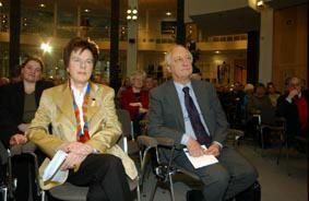 Gruppenaufnahme mit Vorsitzende Friedrich-Ebert-Stiftung Anke Fuchs und Historiker Heinrich August Winkler