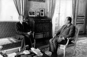 Gruppenaufnahme mit Staatspräsident Frankreich Valery Giscard d'Estaing