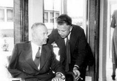 Gruppenaufnahme mit SPD-Vorsitzender Kurt Schumacher und SPD-Schatzmeister Alfred Nau