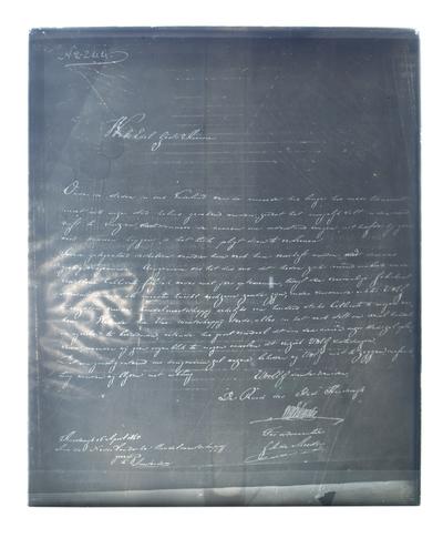 Glasnegatief van 29,5 x 24 cm. Afgebeeld is een brief van de gemeente Harderwijk aan de Nederlandsche Handelmaatschappij te Amsterdam, gedateerd 16 april 1845. De brief betreft de heropening van de calicotfabriek; er wordt...