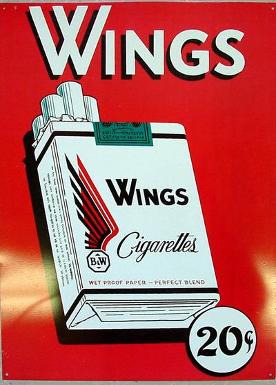 """Rechthoekig rood reclamebord van blik voorstellende een wit sigarettenpakje van Wings met daarboven de tekst """"Wings"""" en daaronder """"20c""""."""