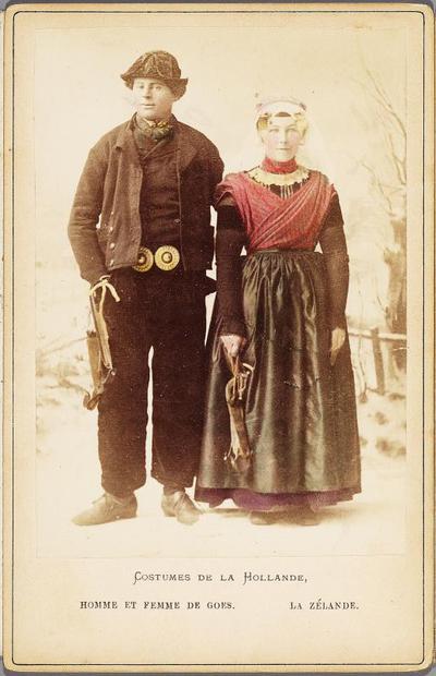 Man en vrouw in katholieke Zuid-Bevelandse streekdracht; Costumes de la Hollande. - Homme et femme de Goes. la Zélande.