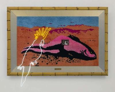 De voorstelling is uit geknoopte wol samengesteld en bestaat uit een op het strand liggende figuur, half vrouw, half vis. De kunstenaar zag de visvrouw die hij kende uit het werk van de Belgische surrealist Margritte...