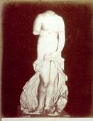 Statua marmorea raffigurante Venere Anadiomene, conservata nel Museo Archeologico di Siracusa