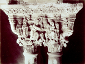 L'immagine riproduce due capitelli posti sulle colonne gemine del chiostro nel Duomo di Monreale