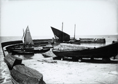 """Barcola, barche ormeggiate al porticciolo(immagine commissionata da Delia Benco per il Lloyd Triestino - rivista """"Sul Mare"""")"""
