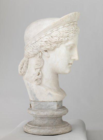 Hera Ludovisi, kopia av en romersk staty i Museo delle Terme i Rom efter en grekisk förlaga; Hera Ludovisi, kopio Museo delle Termessa Roomassa olevasta kreikkalaisen patsaan roomalaisesta kopiosta