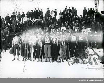 Deltakere i skirenn med ski